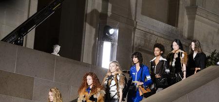 El desfile de Louis Vuitton ha sido monumental, así que ¿qué mejor sitio que el Louvre para realizarlo?