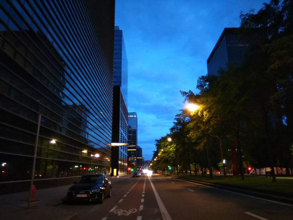 Nokia 5 Noche Calle Normal 01