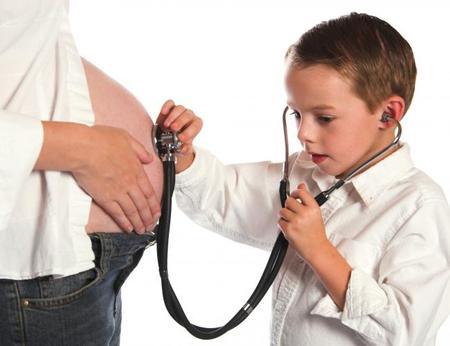 Escuchar corazón bebé con estetoscopio