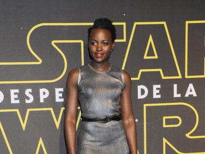 Primeras imágenes de Lupita Nyong'o vestida de Louis Vuitton asistiendo al estreno del TV Spot de Star Wars en México