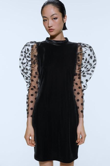 Los vestidos de terciopelo son los favoritos de las invitadas de invierno y también de los looks del trabajo