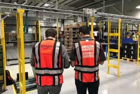Operarios Amazon Robotics
