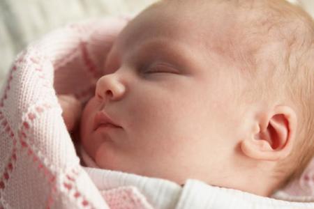 Mucho cuidado con el herpes: un bebé muere por culpa de un beso
