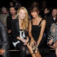 El evento del año: todas las celebrities luciendo Versace para H&M en el desfile-presentación en NY