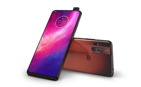 One Hyper ya está aquí: no solo es el primer Motorola con cámara retráctil, también el primero con carga de 45W y Android 10