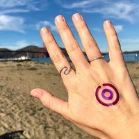 La última novedad en tatuajes biomédicos será nuestro mejor aliado este verano: nos avisa si nos pasamos con la exposición al sol
