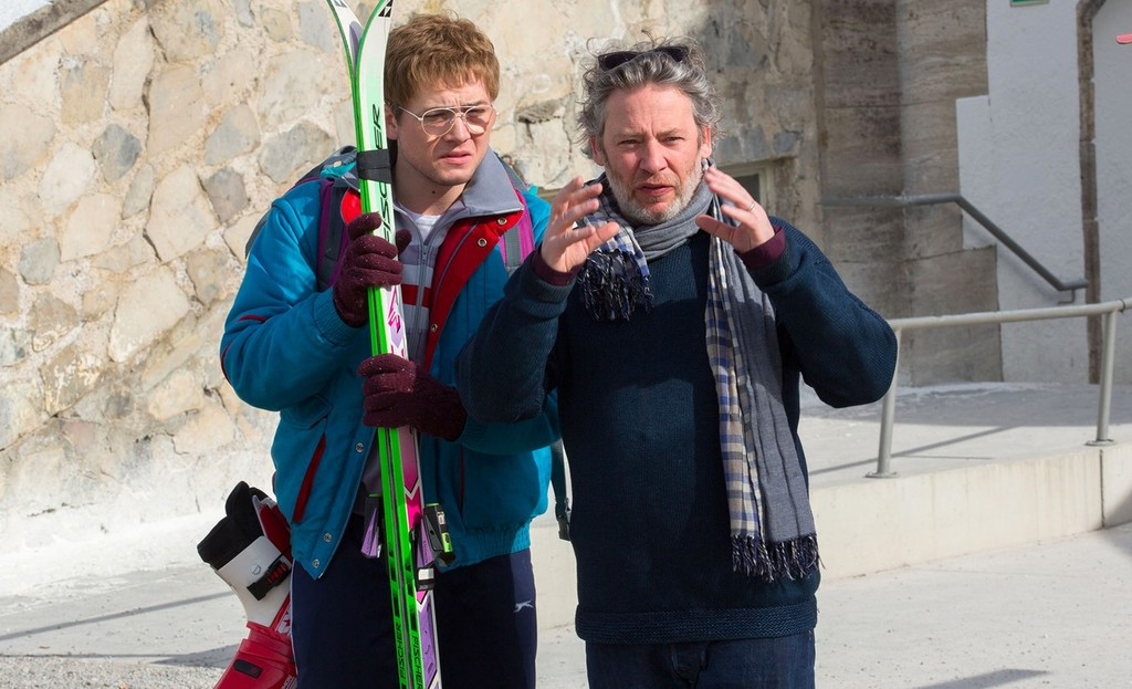 Dexter Fletcher con Taron Egerton en el rodaje de Eddie el Águila