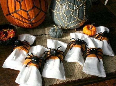 Hazlo tú mismo: servilleteros con arañas de trapo para Halloween