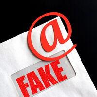 Los emails de las administraciones españolas son vulnerables a suplantaciones de identidad (sí, también los de Moncloa y el INCIBE)
