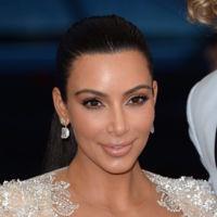 Las transparencias vuelven a acompañar a Kim Kardashian una vez más, en esta ocasión de Roberto Cavalli