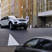 Range Rover ha elevado los resaltos hasta el absurdo para que creas que el Evoque es el mejor SUV urbano