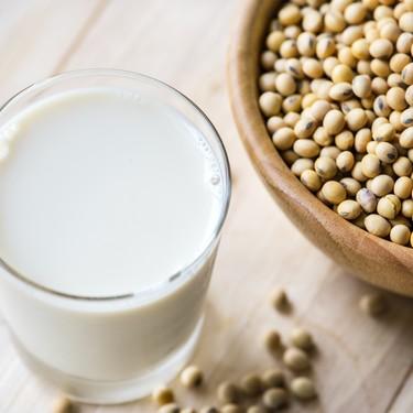Baja el colesterol, pero es un riesgo para la tiroides: esto es lo que deberías saber del consumo de soya procesada