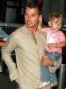 41_Gavin Rossdale y su hijo  Kingston.jpg