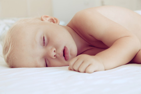 Por qué los bebés no deben utilizar almohada