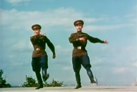 Soldados soviéticos bailando Abba es nuestro acontecimiento favorito del mes en Internet