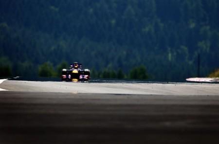Sebastian Vettel vence por fin en su casa con los Lotus apretando
