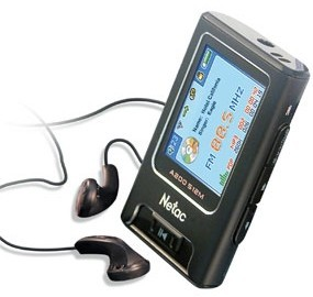 Netac A200, con transmisor de FM incorporado