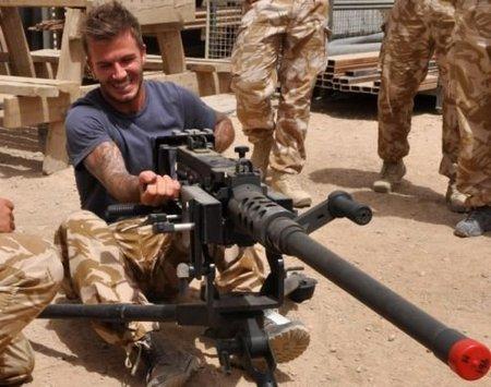 David Beckham subiendo la moral a las tropas en Afganistan