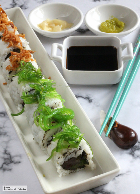 Uramakis de atún y pepino. Receta de sushi