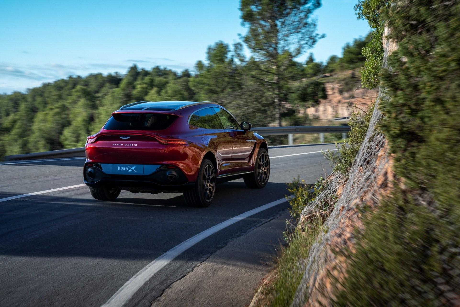 Foto de Aston Martin DBX (2/36)