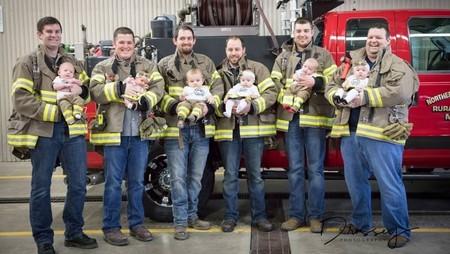 Ser padres también es contagioso: unos bomberos dan la bienvenida a seis bebés en siete meses