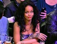 Rihanna, que lo del twitter se te va de las manos