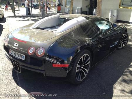 Roberto Carlos paseó su Bugatti Veyron por Madrid