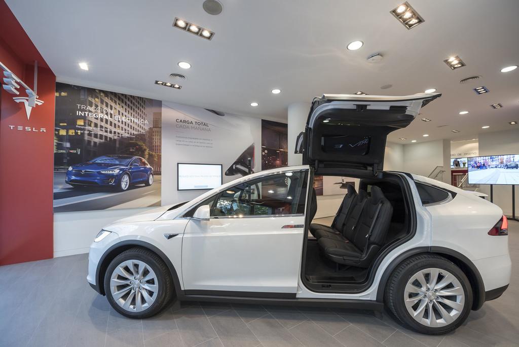 Tesla Madrid Interior