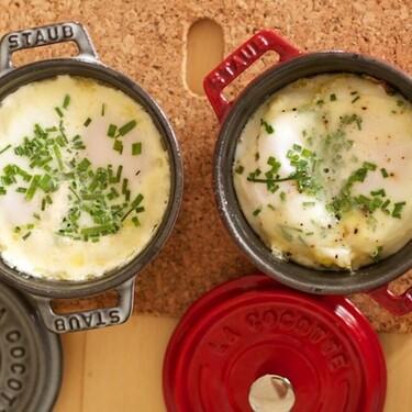 Huevos en cocotte. Receta fácil de desayuno con toques franceses