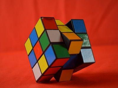4,74 segundos: nuevo récord mundial de resolución del cubo de Rubik