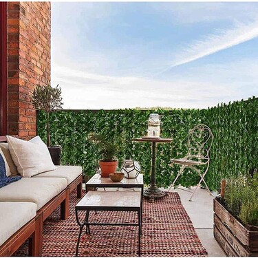 Cómo conseguir intimidad en tu terraza o balcón: ideas bonitas que también decoran