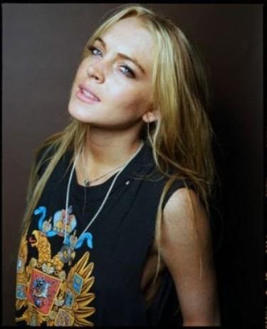 Lindsay Lohan aislada en una celda, ni en la cárcel tiene calma