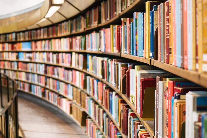 17 libros sobre tecnología, software y programación que el equipo de Genbeta recomienda para leer y regalar este Día del libro
