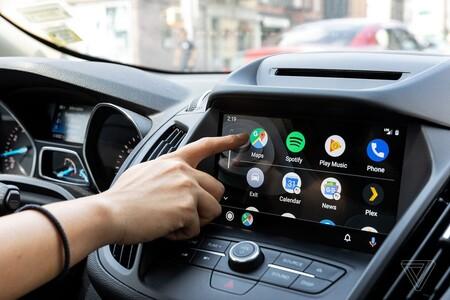 Google actualiza Android Auto para que Google Assistant sea tu copiloto sin tener que tocar el teléfono mientras conduces