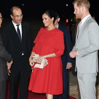 Meghan Markle muestra cómo lucir el color rojo y te proponemos 15 vestidos para triunfar como ella (estés o no embarazada)
