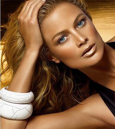 El look de Estée Lauder para una piel bronceada
