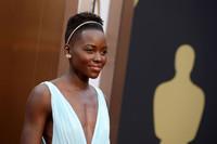 Y Lupita Nyong'o pisó la alfombra roja de los Oscars dispuesta a llevarse el premio
