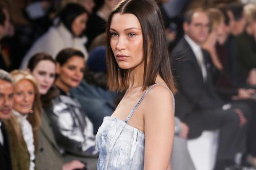 Ralph Lauren deja que sus modelos vayan descalzas en el desfile P/V 2018, ¡queremos un verano así!