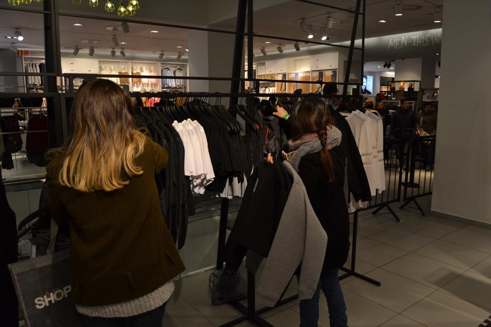 Foto de Alexander Wang x H&M, la colección llega a tienda (Madrid, Gran Vía) (15/27)