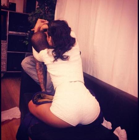 Rihanna hija, para no querer que se hable de tu relacción con Chris Brown...