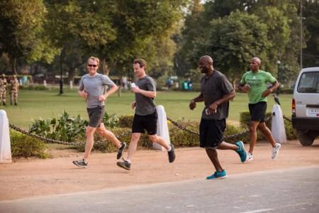 Zuckerberg se calza las zapatillas para su reto anual