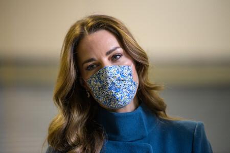 Kate Middleton luce el abrigo azul ideal que combina con todo