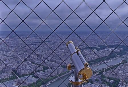 eiffel tower, google maps