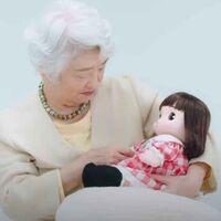 En Japón la tasa de reproducción es tan baja que Takara Toys creó un nieto robot para acompañar a los abuelos
