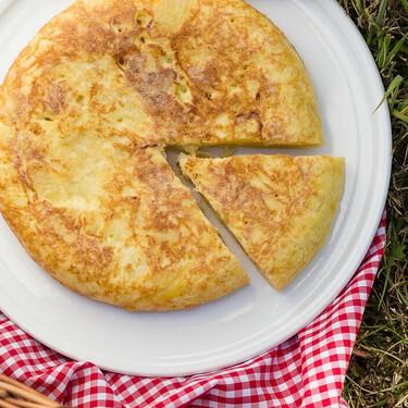 Nueve sartenes dobles para dar la vuelta fácilmente a la tortilla de patatas