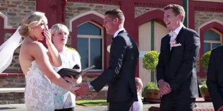 """El niño que interrumpe la boda de sus padres por una importante razón: """"necesito hacer caca"""""""
