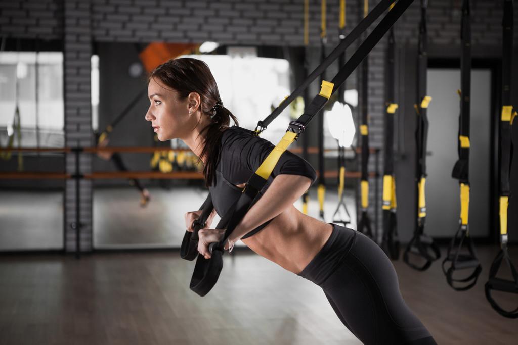 Entrenamiento en suspensión con TRX: una rutina full-body con ejercicios para trabajar todo tu cuerpo