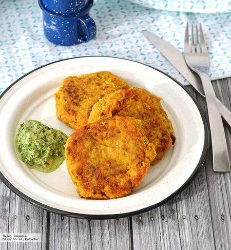 Tortitas Pescado Con Especias Indias Salsa Cilantro
