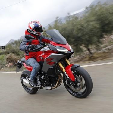 Probamos la BMW F 900 XR: 105 CV de acierto en forma de moto polivalente, por 11.950 euros