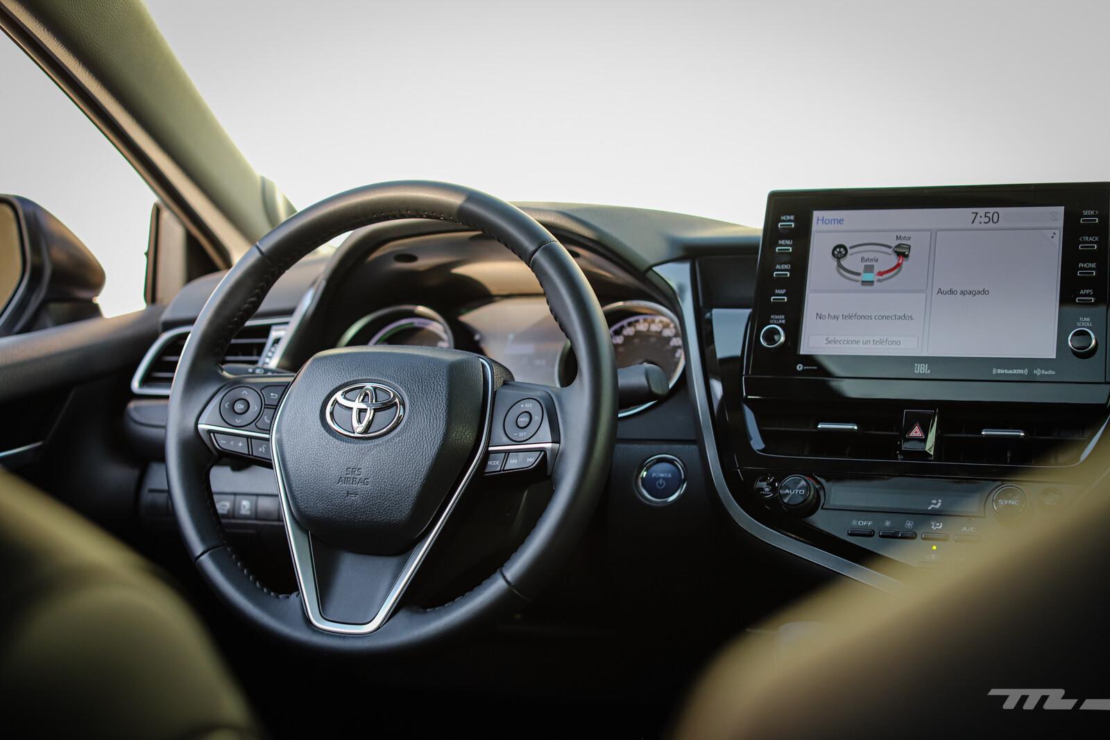 Foto de Toyota Camry Hybrid 2021 (27/38)